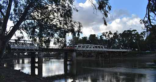 Bridge over the Murray River near Swan Hill