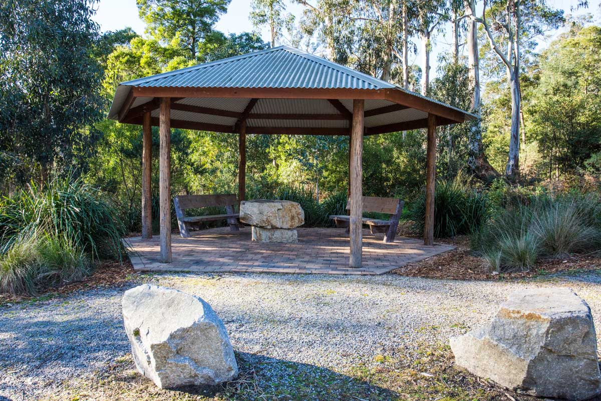 Baw Baw Shire, Drouin West Memorial Rotunda - Robin Hood Reserve